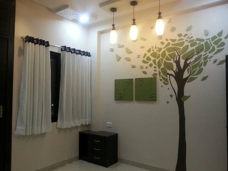 DOCTORS RESIDENCE:  Bedroom by YOJNA ARCHITECTS