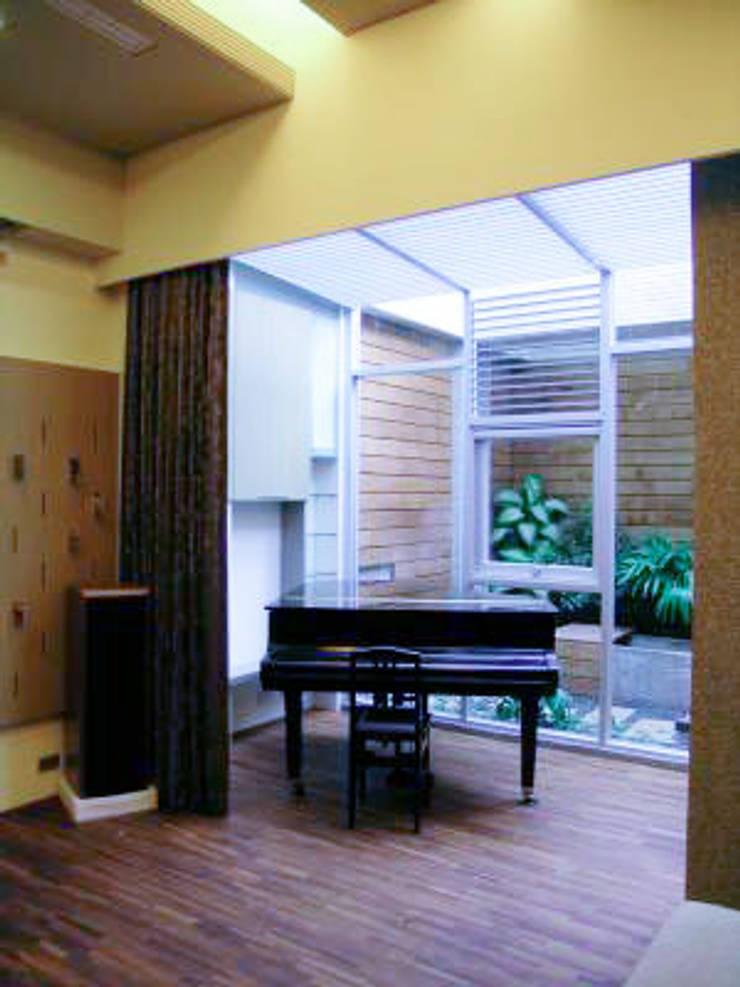 高雄  VILLA :  視聽室 by 大也設計工程有限公司 Dal DesignGroup