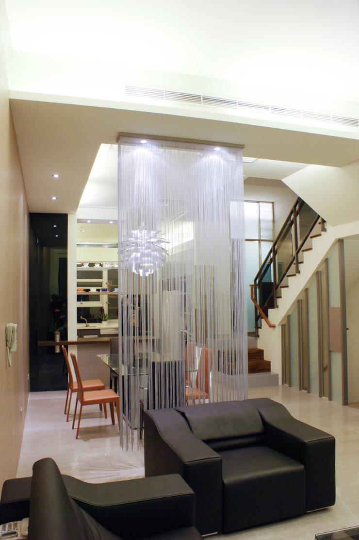 高雄  VILLA :  廚房 by 大也設計工程有限公司 Dal DesignGroup