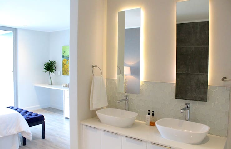 Apex Building - Penthouse: modern Bathroom by House of Gargoyle