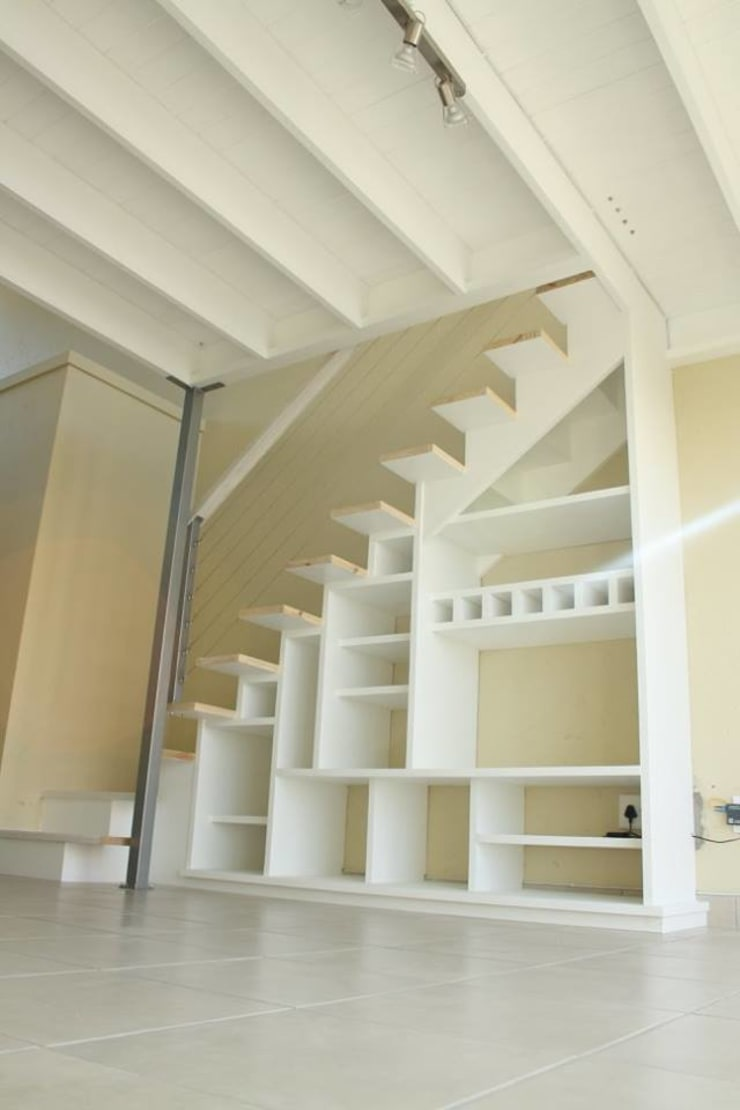 Mezzanine floor and staircase:  Living room by Loftspace, Modern