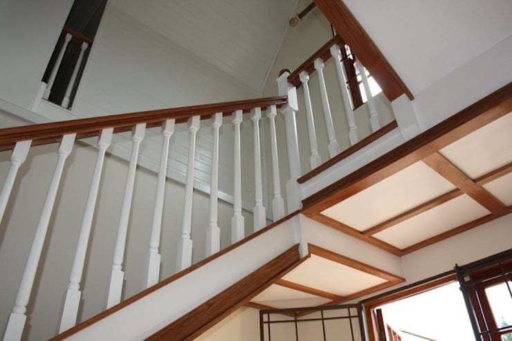 Staircase:  Living room by Loftspace