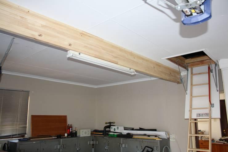 Folding ladder and storage floor:  Garage/shed by Loftspace, Minimalist