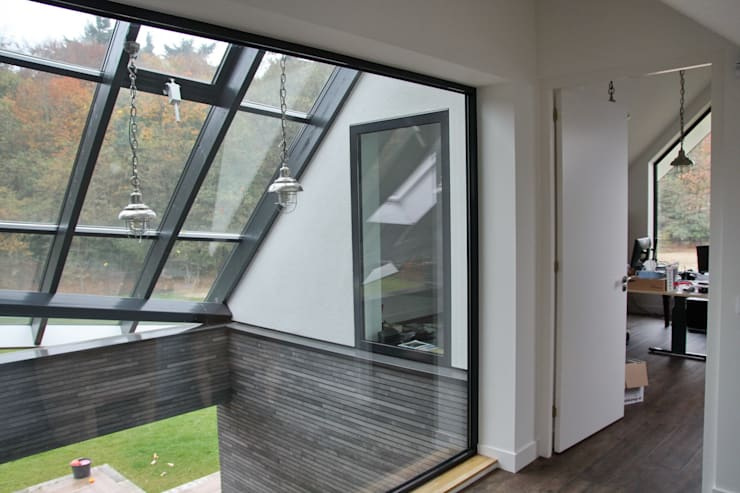 Modern Landhuis:  Gang en hal door Architectenbureau Jules Zwijsen, Modern