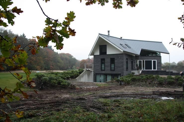 Rumah oleh Architectenbureau Jules Zwijsen, Modern