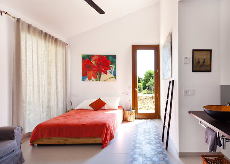 Single family house in Moscari:  Bedroom by Tono Vila Architecture & Design