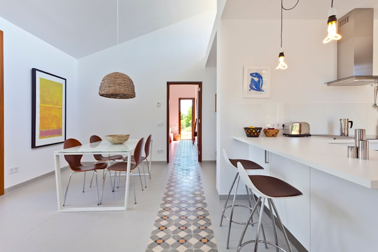 Single family house in Moscari:  Dining room by Tono Vila Architecture & Design