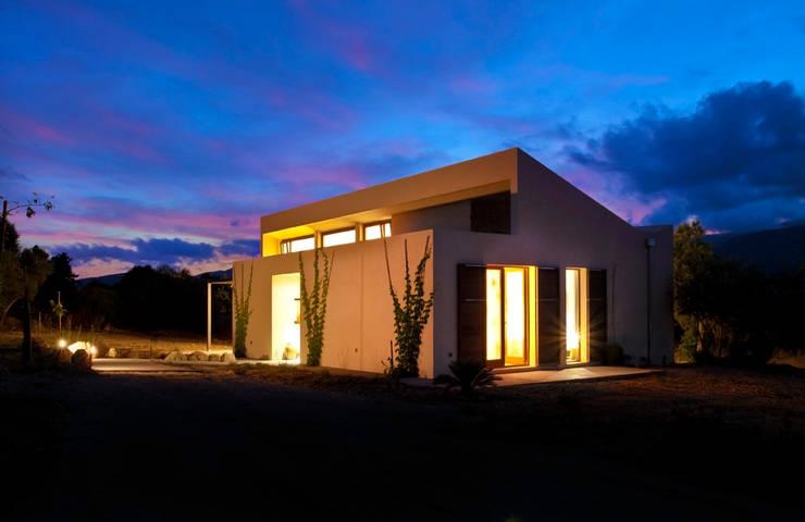 Single family house in Moscari:  Houses by Tono Vila Architecture & Design