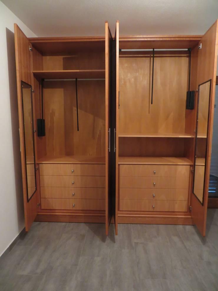 armadio in legno di ciliegio per camera da letto di falegnameria ...
