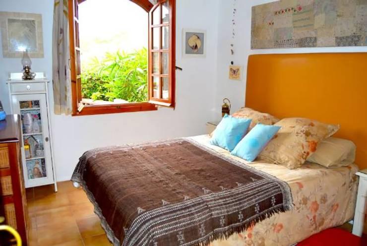 Dormitorios de estilo  por Espai Interior Home Staging
