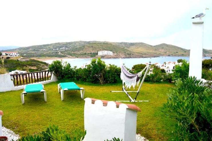 Garden by Espai Interior Home Staging, Mediterranean