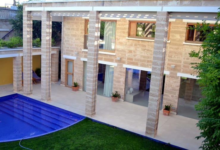 """""""Ca Nostra"""" single family house and swimming pool:  Houses by Tono Vila Architecture & Design"""