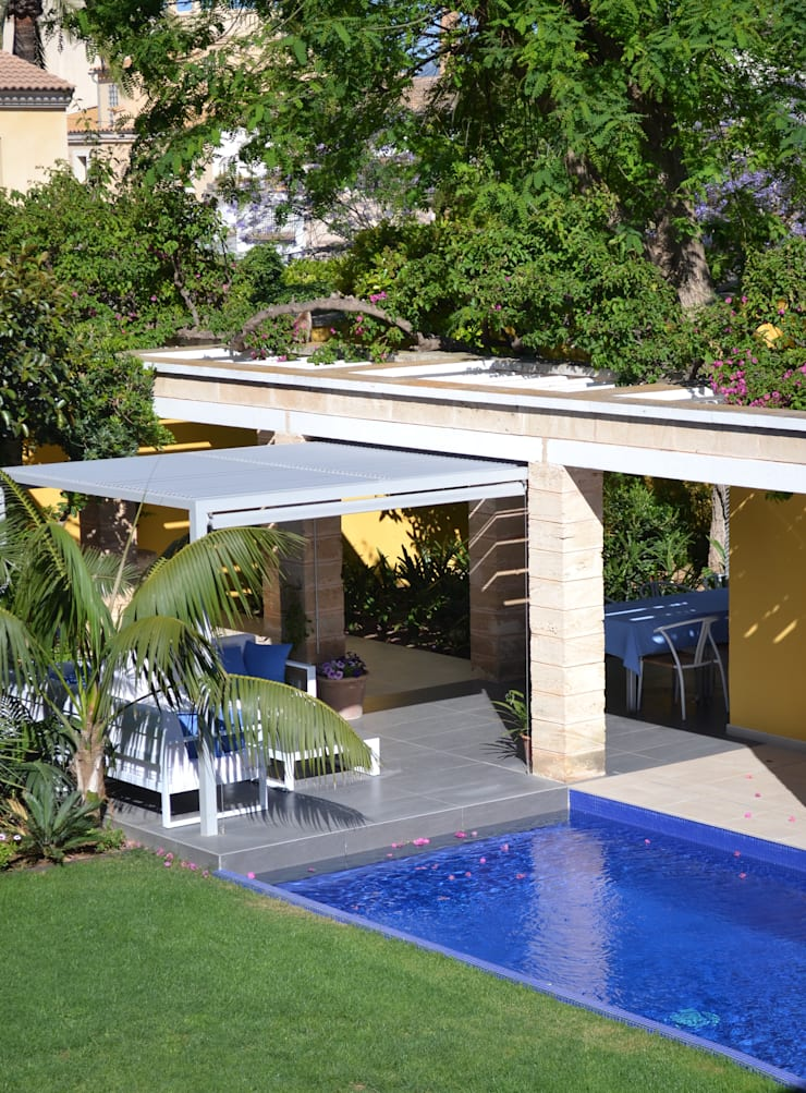 """<q class=""""-first"""">Ca Nostra</q> single family house and swimming pool:  Patios & Decks by Tono Vila Architecture & Design"""