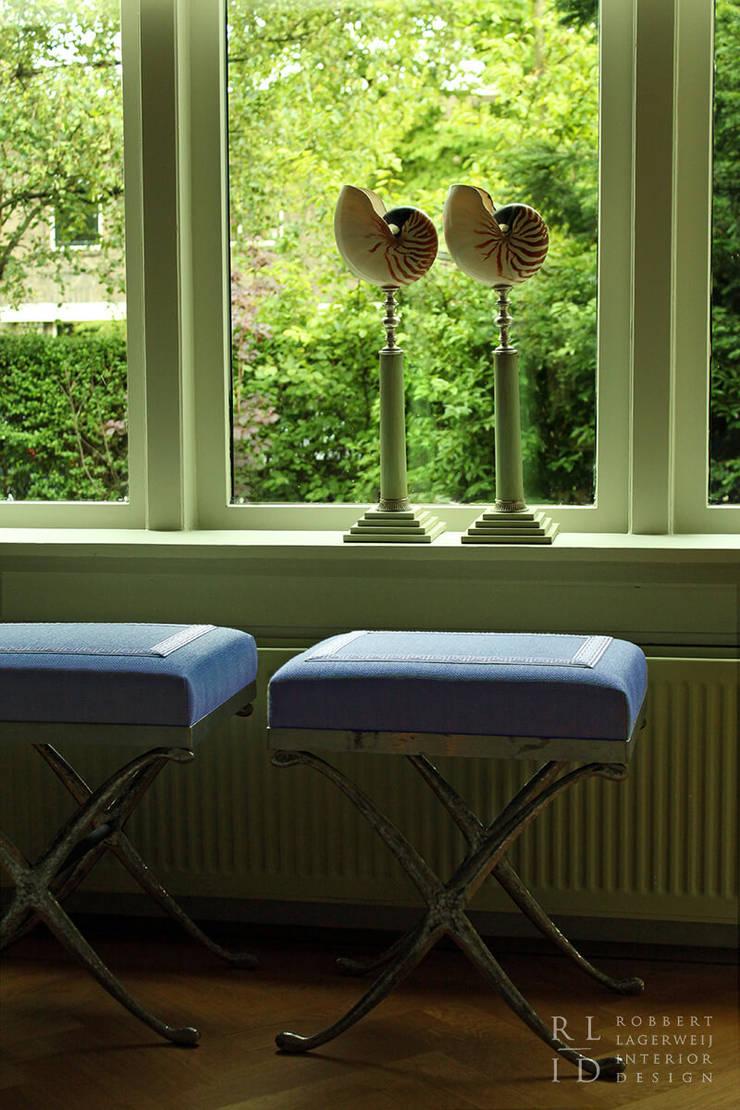 Herenhuis jaren '20 Oegstgeest:  Woonkamer door Robbert Lagerweij Interior Design
