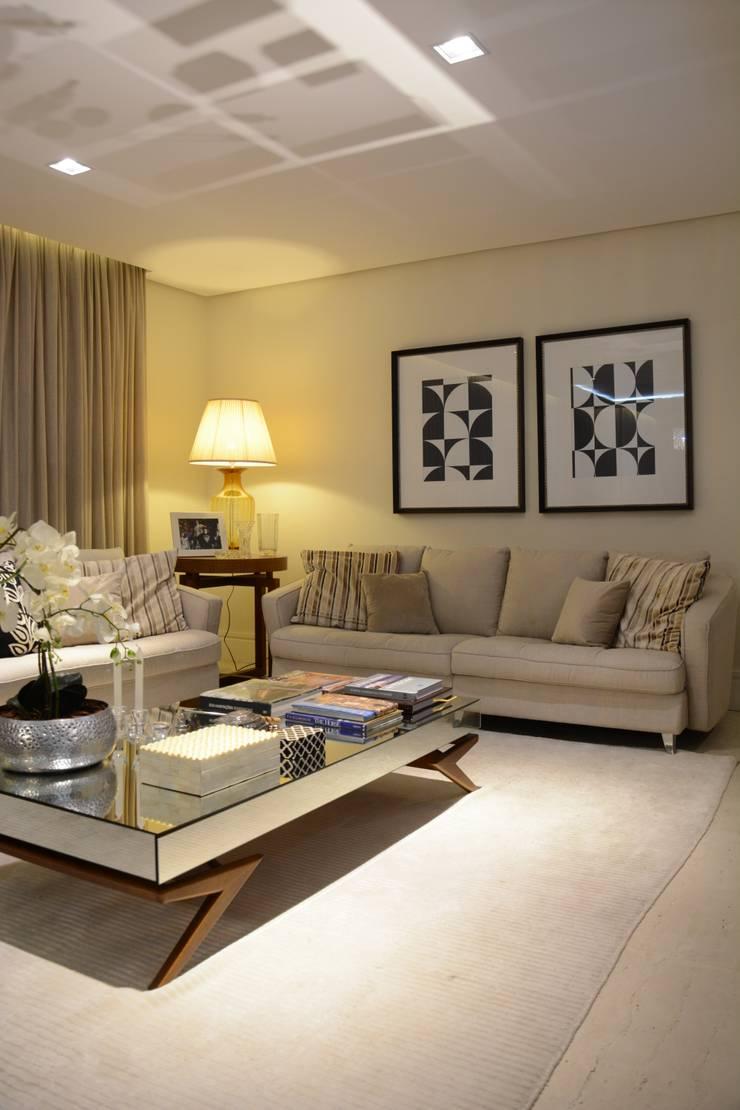 Salas / recibidores de estilo  por Stúdio Márcio Verza,