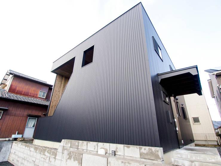 Rumah by AtelierorB