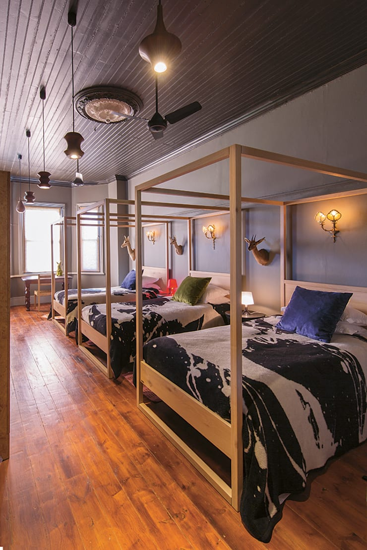 The Black House:  Bedroom by Etienne Hanekom Interiors, Eclectic