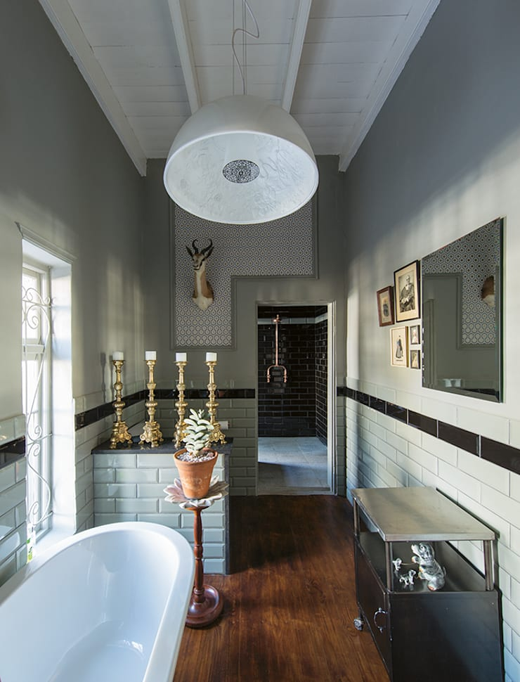 The Black House:  Bathroom by Etienne Hanekom Interiors, Country