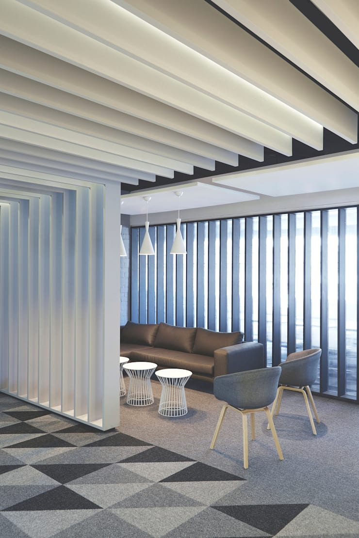 The investors office:  Offices & stores by Etienne Hanekom Interiors