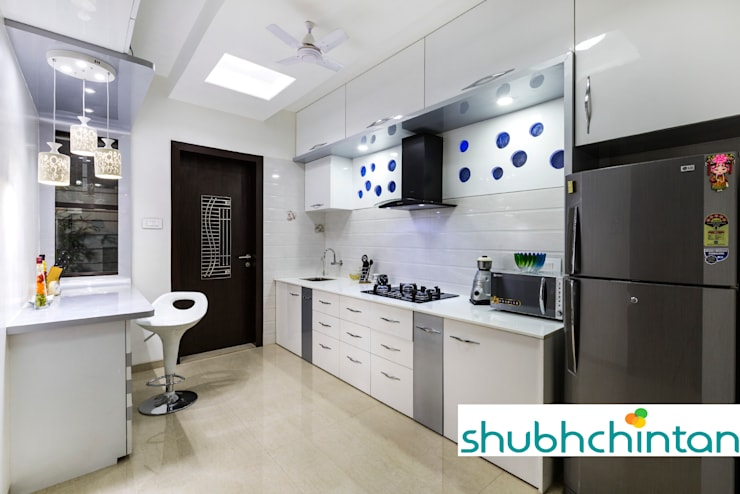 KITCHEN PLATFORM : modern Kitchen by shubhchintan