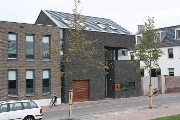 Casas de estilo  de Architectenbureau Jules Zwijsen, Moderno