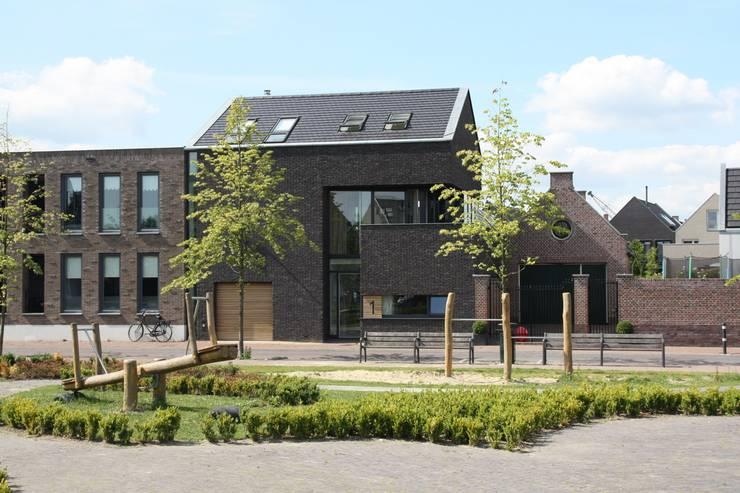 Casas de estilo  por Architectenbureau Jules Zwijsen , Moderno