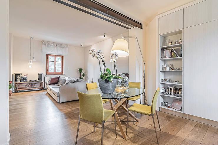 Salas de estilo moderno por Facile Ristrutturare