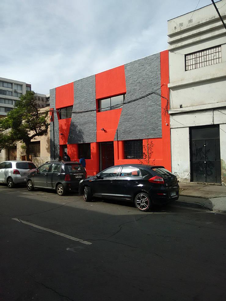 Vista fachada-Edificio construido: Estadios de estilo  por DIMA Arquitectura y Construcción