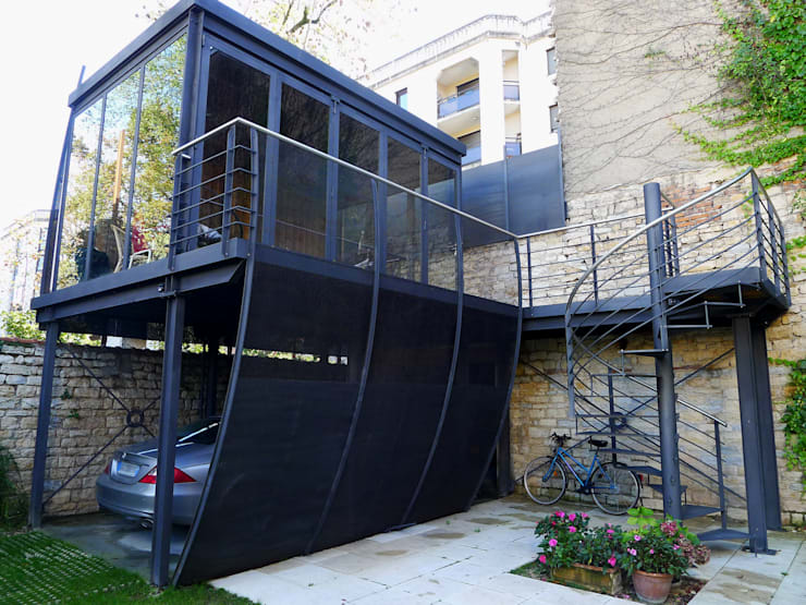 Garajes de estilo moderno de Vincent Athias Architecte DPLG Moderno Hierro/Acero