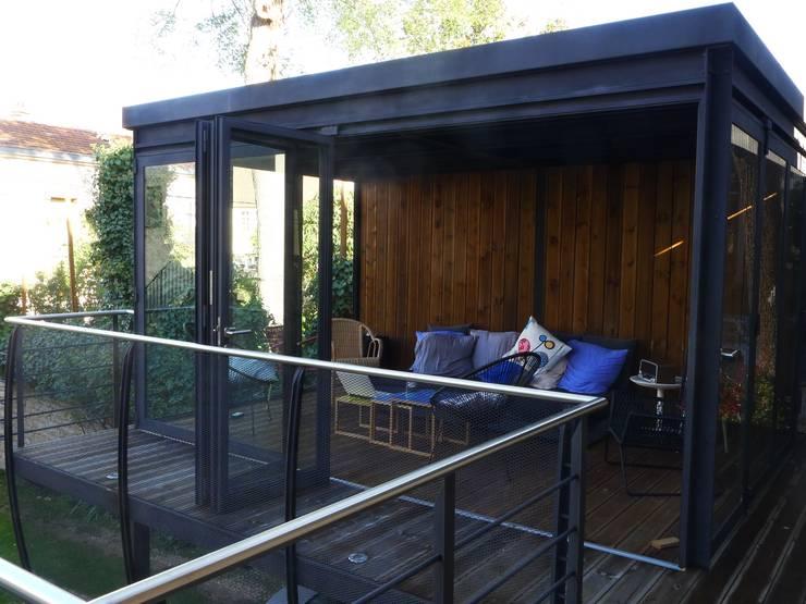Livings de estilo moderno de Vincent Athias Architecte DPLG Moderno Madera Acabado en madera