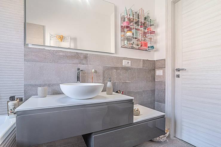 Bagno grigio moderno idee e combinazioni colore