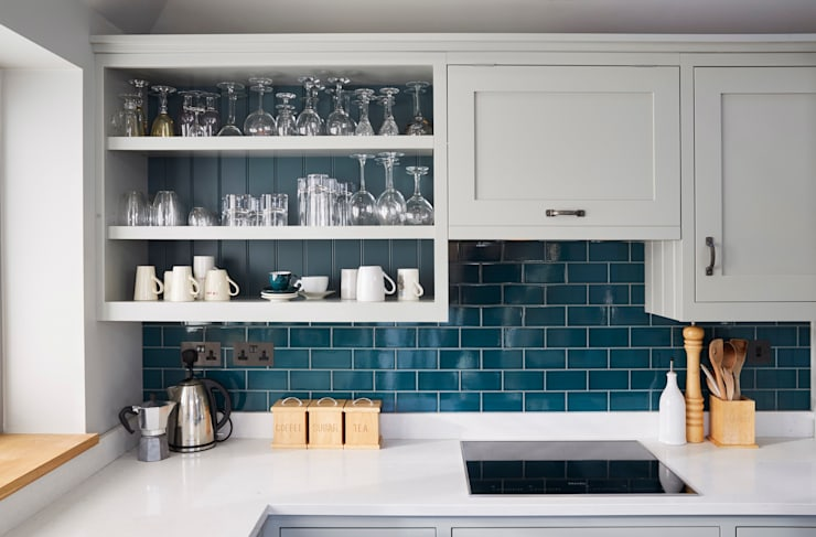 Friern Barnet 1:  Kitchen by Laura Gompertz Interiors Ltd