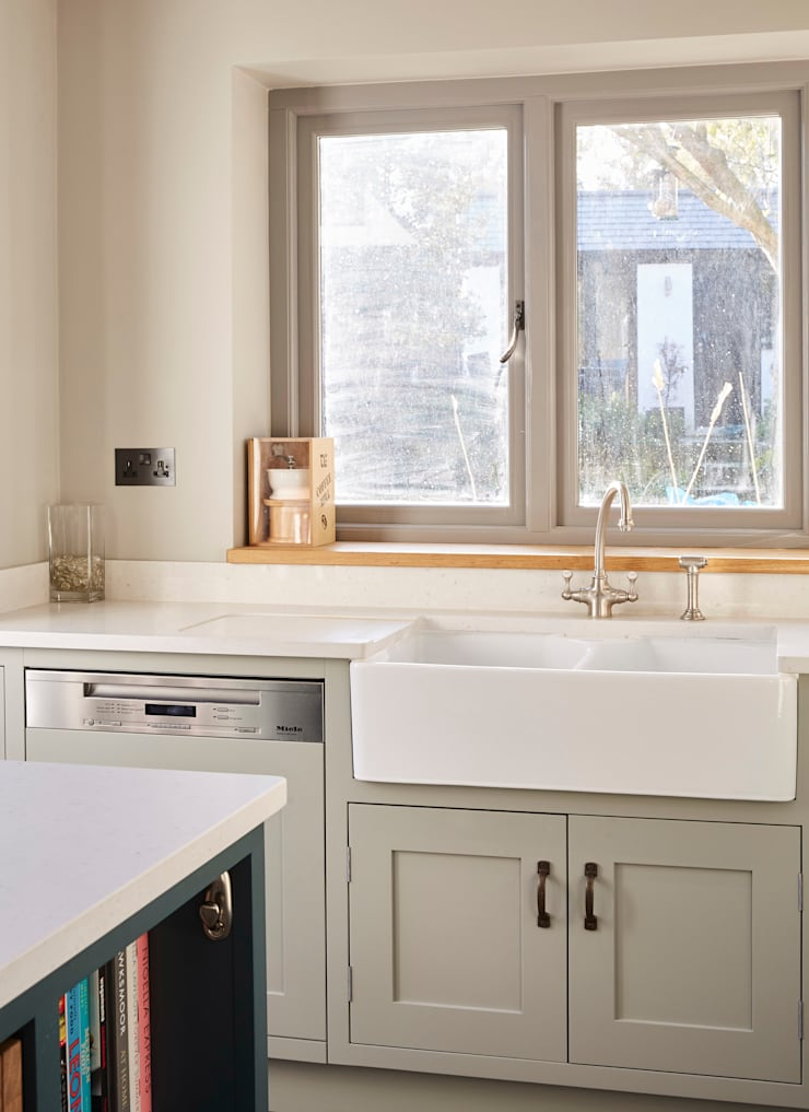 Kitchen by Laura Gompertz Interiors Ltd, Classic