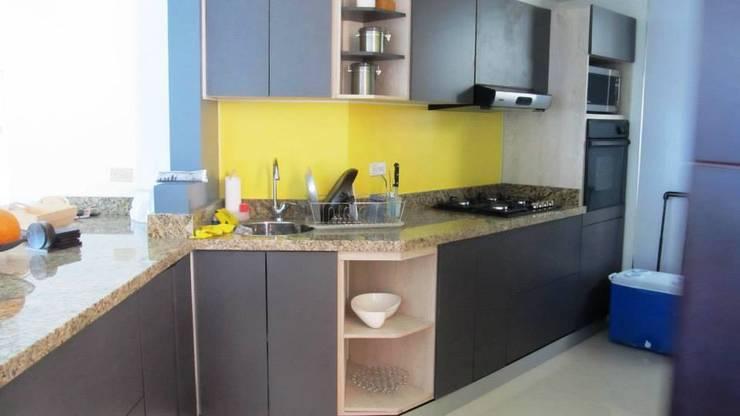 Producto final cocina: Cocinas de estilo  por Grupo Moix SAS