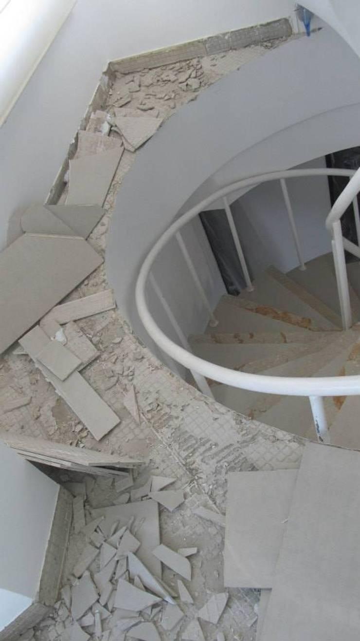 Cambio de piso (proceso): Paredes de estilo  por Grupo Moix SAS