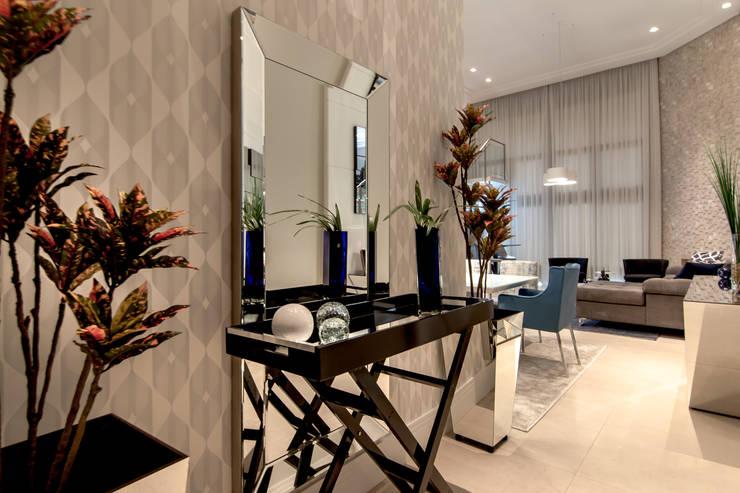 Hall de Entrada Corredor Principal:   por Sgabello Interiores,Moderno Derivados de madeira Transparente
