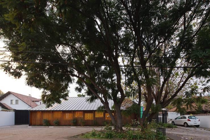 Fachada: Casas de estilo moderno por GAALGO Arquitectos