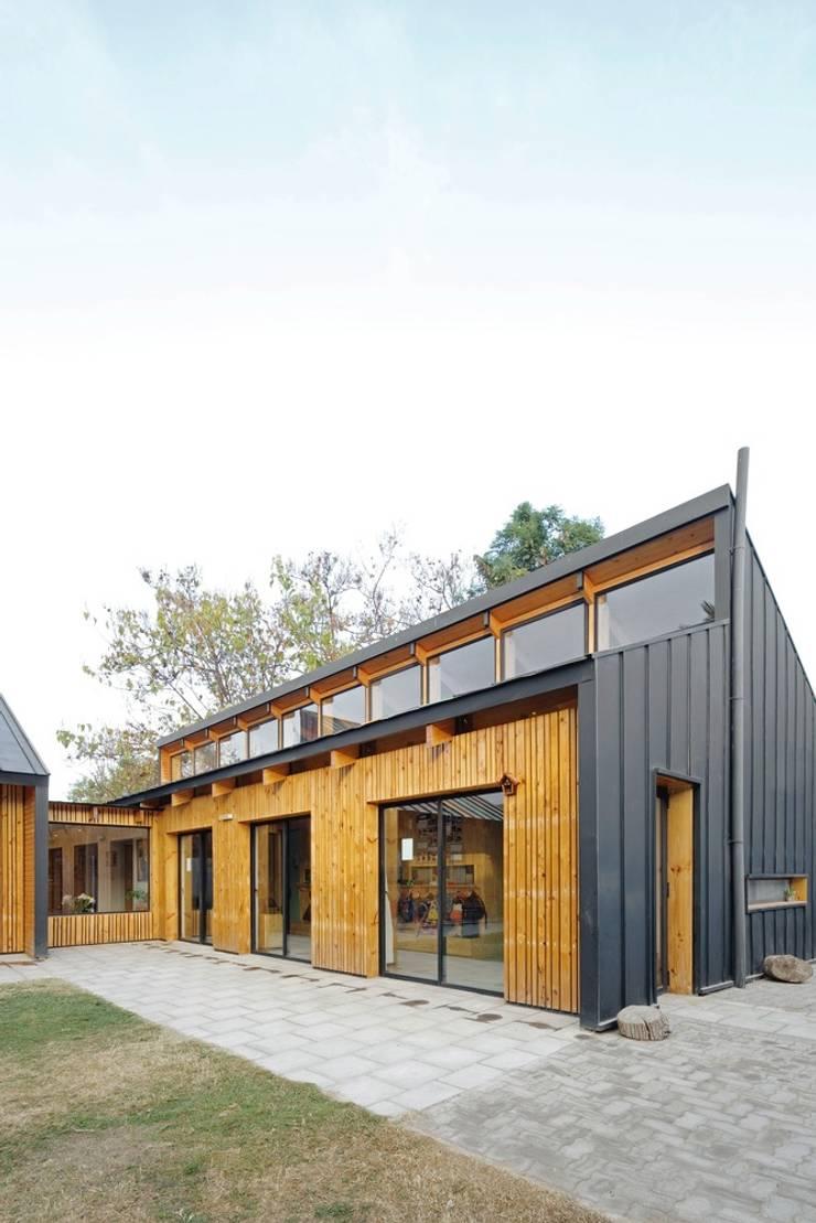 Patio: Casas de estilo moderno por GAALGO Arquitectos