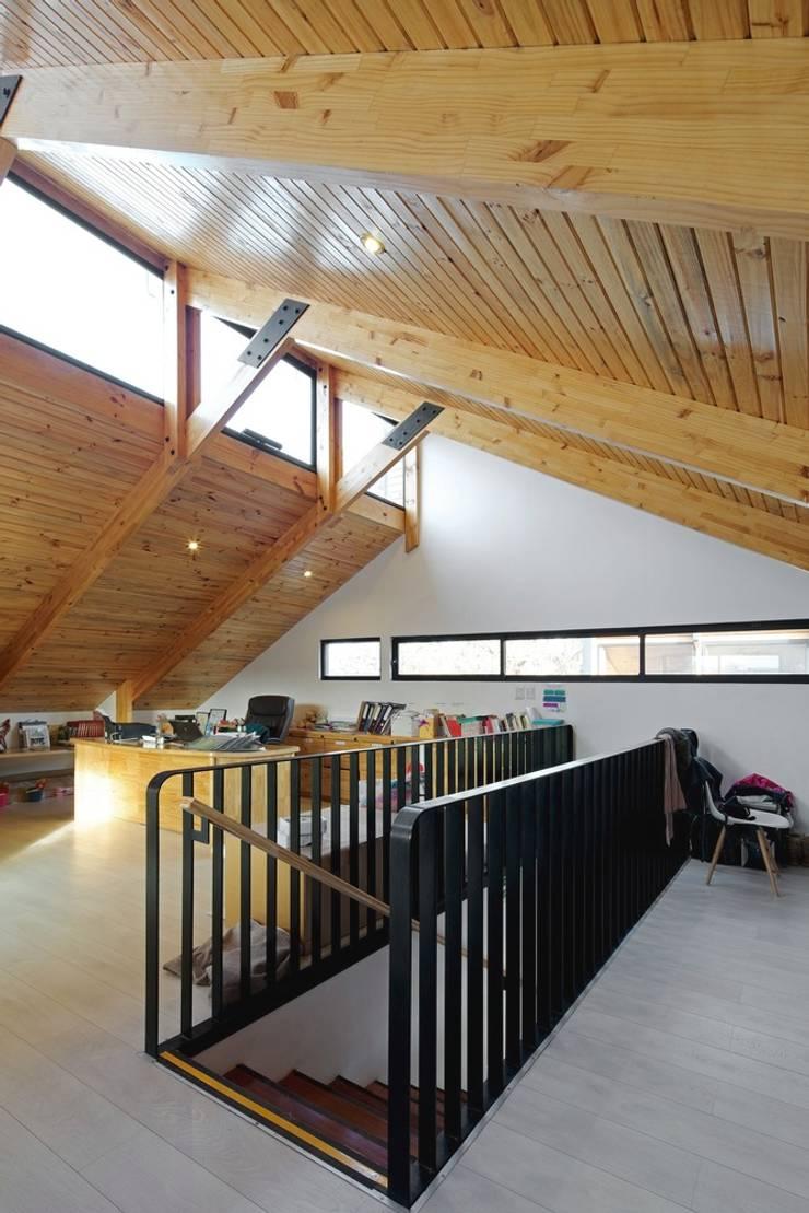 Oficinas administrativas: Casas de estilo moderno por GAALGO Arquitectos