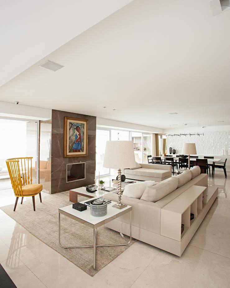 Modern Living Room by Carlos Otávio Arquitetura e Interiores Modern