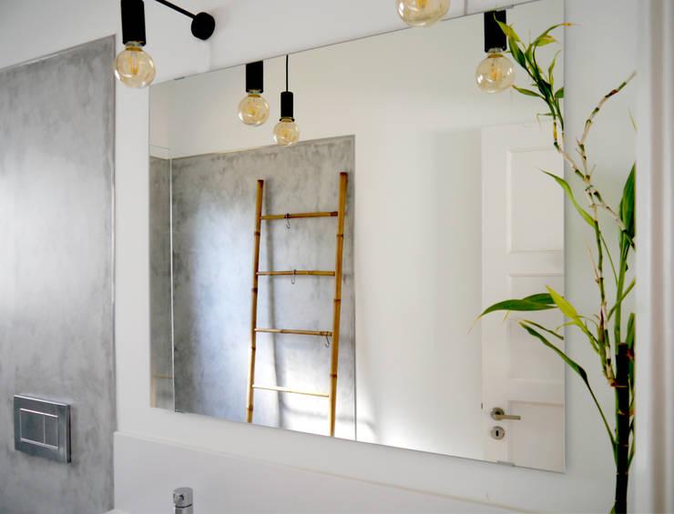 T1 cheio de Graça: Casas de banho modernas por PreConceito