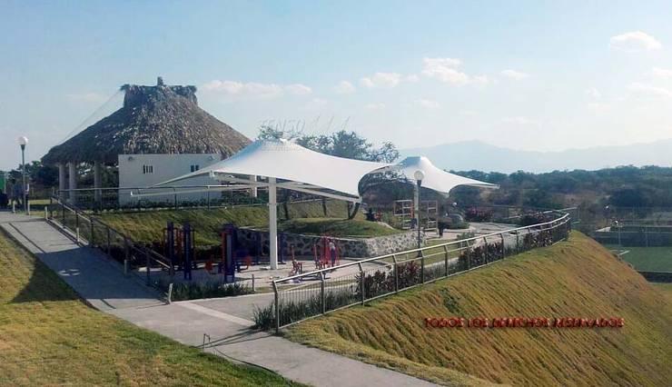 Velaria en gimnasio al aire libre:  de estilo  por TENSO DISEÑOS MX , Moderno