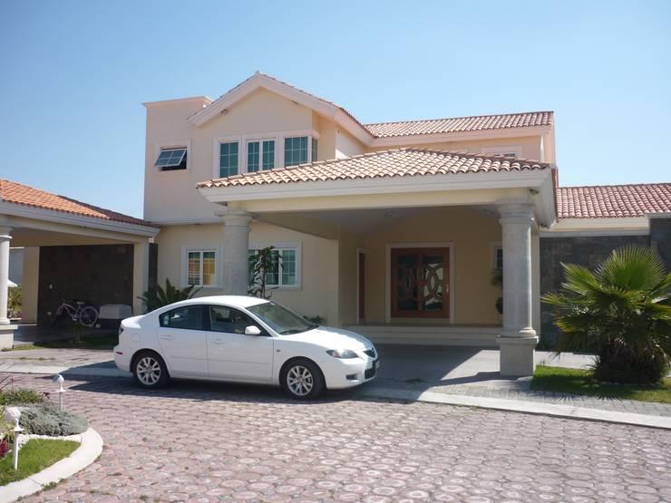 CASA F8: Casas de estilo clásico por SG Huerta Arquitecto Cancun