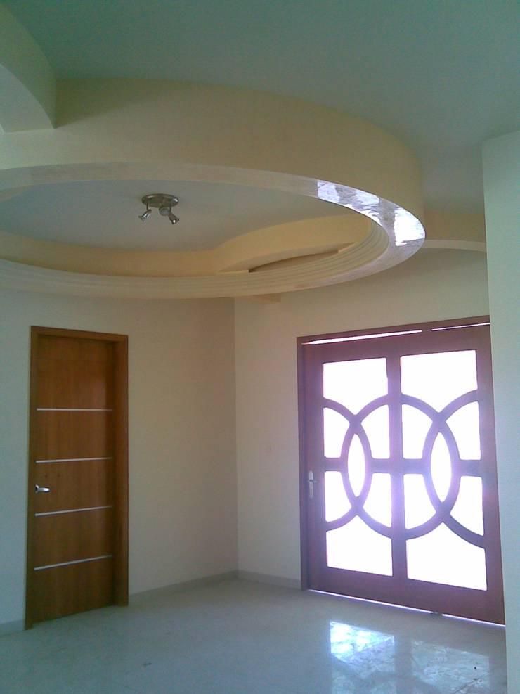 CASA F8: Pasillos y recibidores de estilo  por SG Huerta Arquitecto Cancun , Clásico Madera Acabado en madera