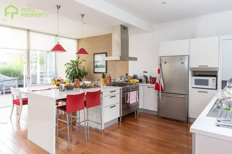 Foto Property: Cocinas de estilo  por Foto Property