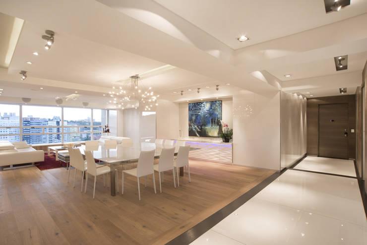 Veramonte II - Sobrado + Ugalde Arquitectos: Salas de estilo  por Sobrado + Ugalde Arquitectos, Moderno