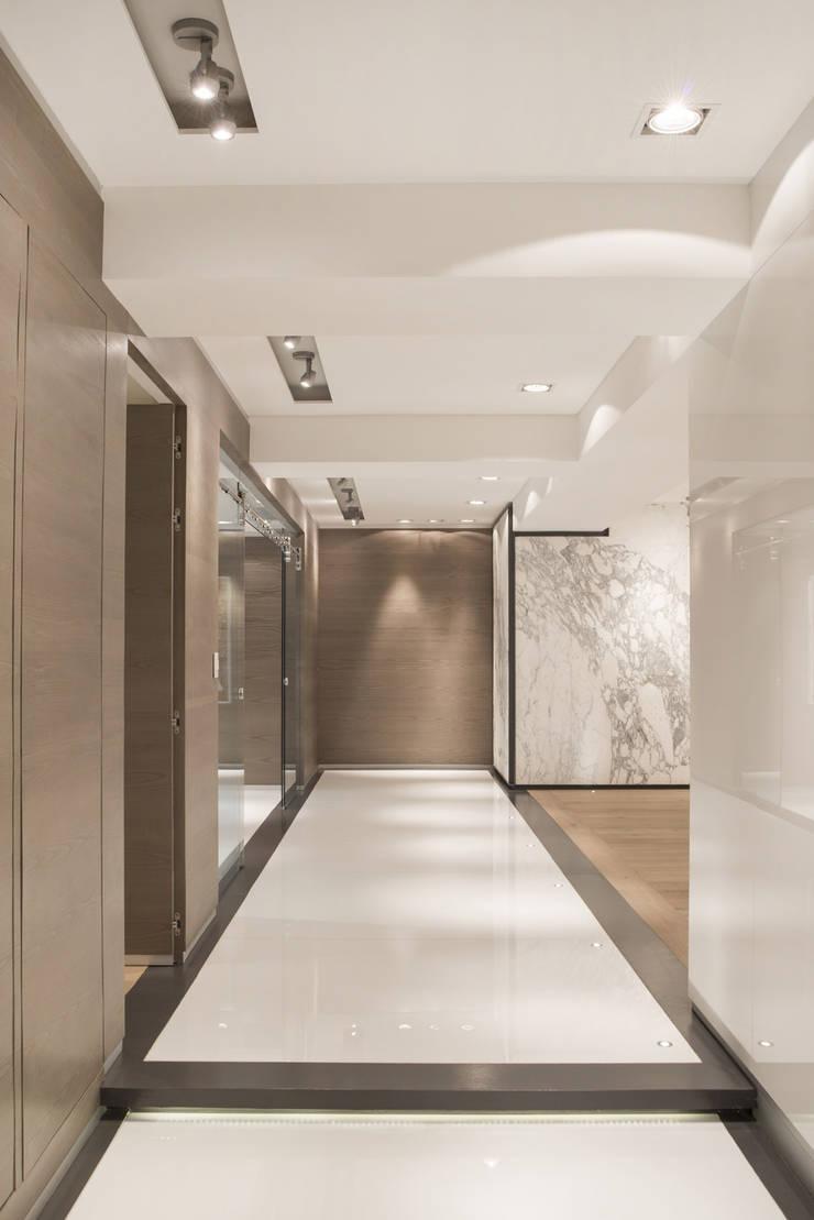 Veramonte II - Sobrado + Ugalde Arquitectos: Pasillos y recibidores de estilo  por Sobrado + Ugalde Arquitectos, Moderno