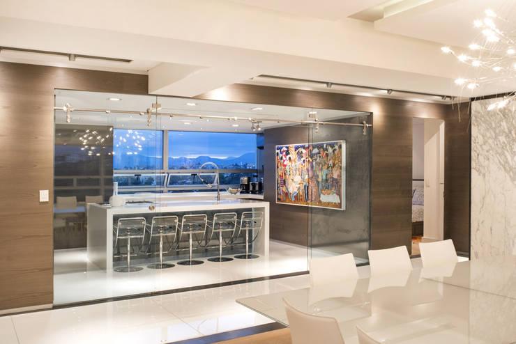 Veramonte II - Sobrado + Ugalde Arquitectos: Cocinas de estilo  por Sobrado + Ugalde Arquitectos, Moderno