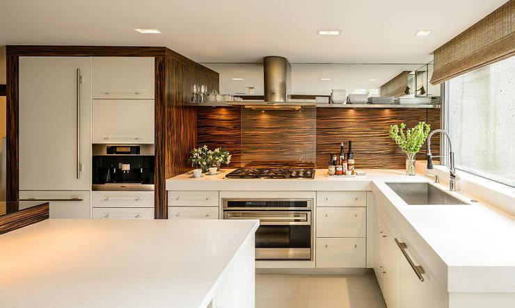 Corian Tezgah: modern  by KREA Granit- Mutfak Banyo Tezgahları, Modern