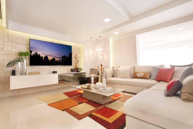غرفة المعيشة تنفيذ Ana Lucia Salama - Arquitetura e Interiores